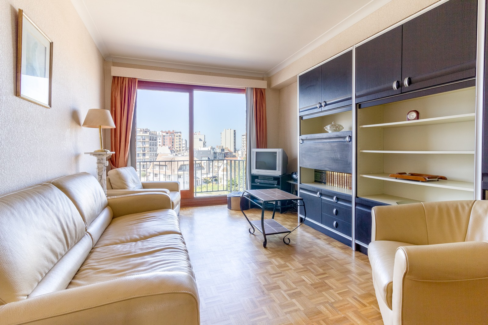 Lichtrijk appartement met aparte slaapkamer