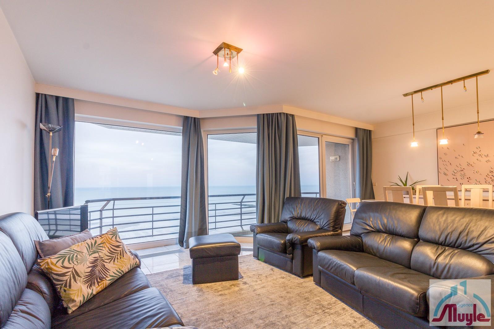 Groot (> 81m²), luxueus 2-kamer appartement met frontaal zeezicht