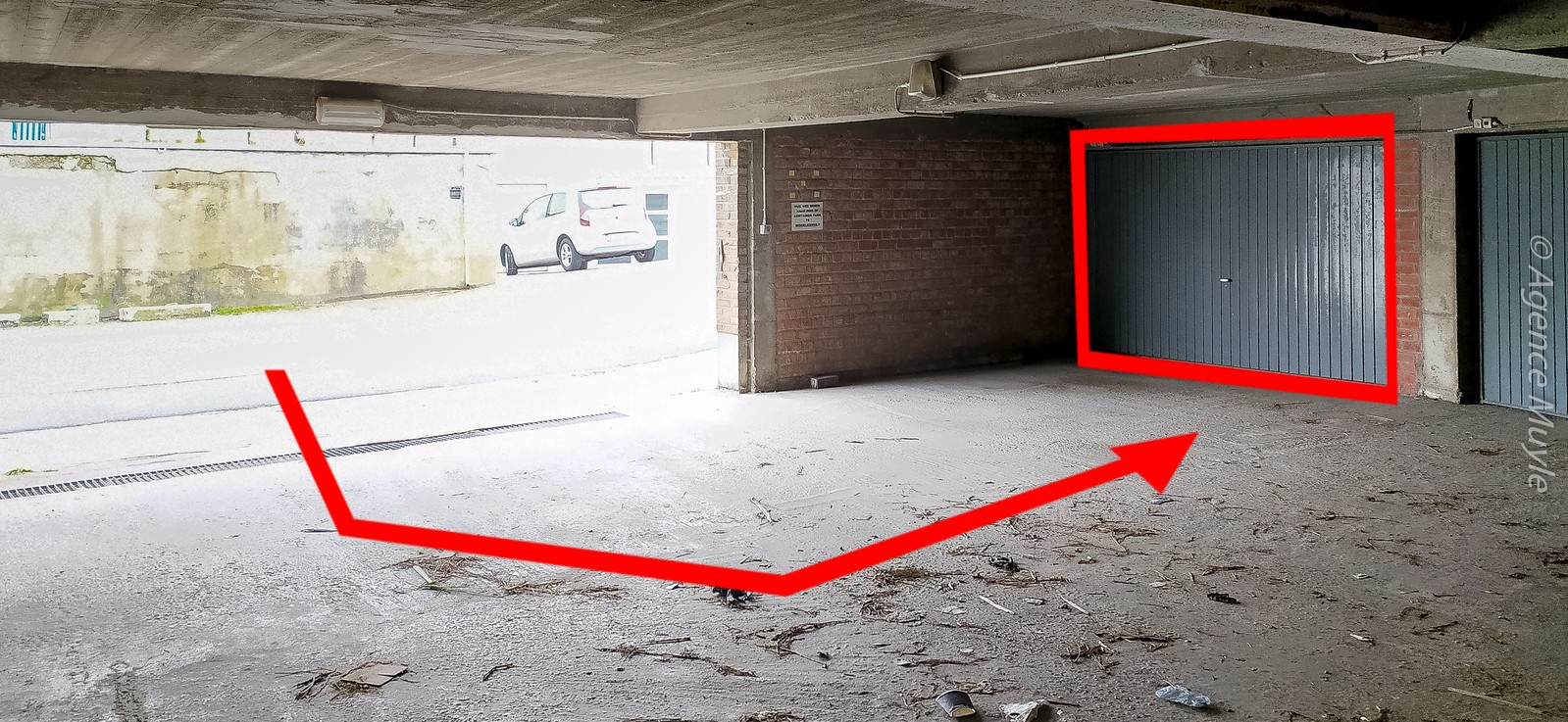 Garage très grand et facile à acceder, avec frais de gérance minimals!