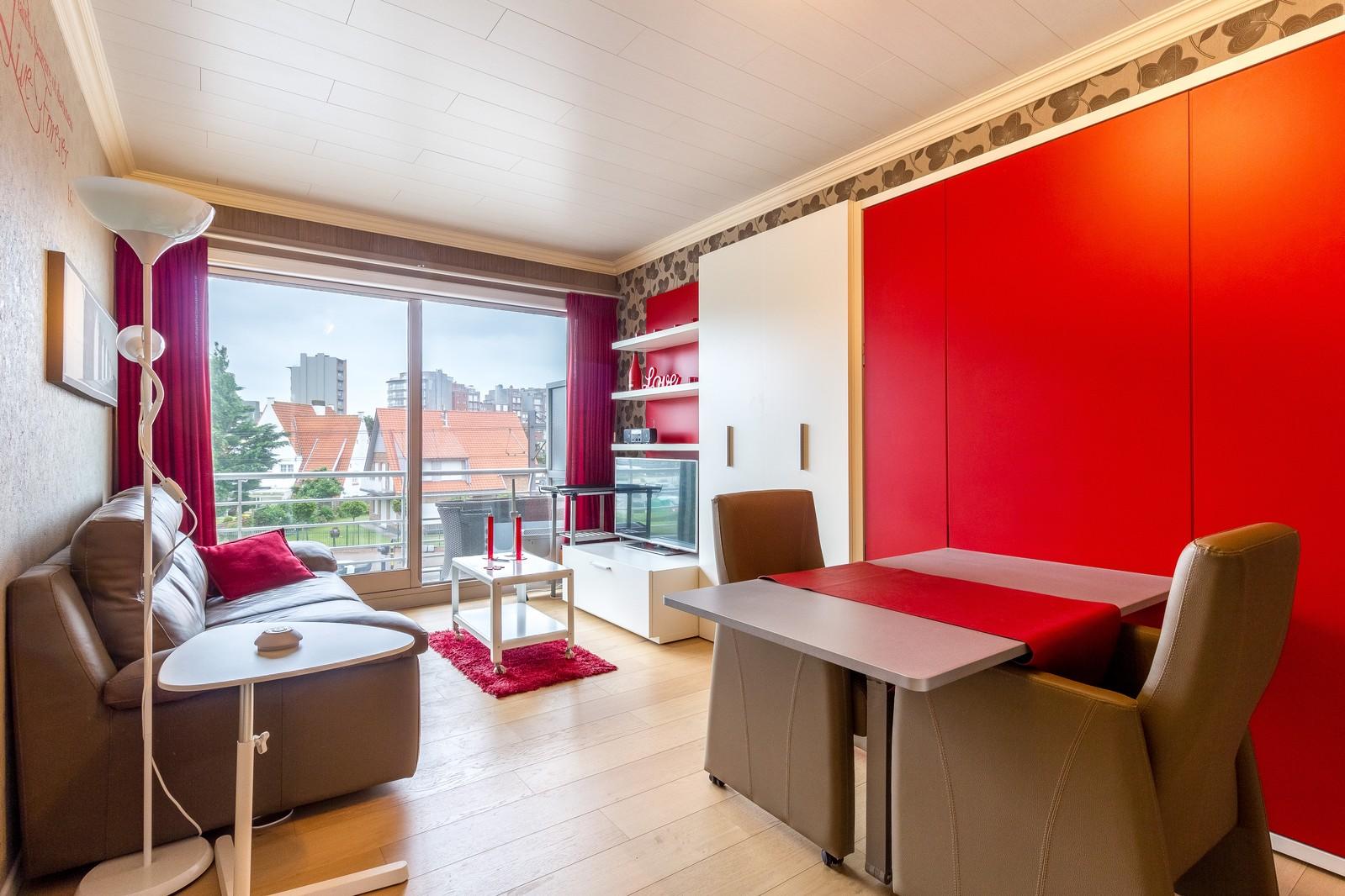 Gerenoveerde, volledig instapklare studio met terras en open zicht!